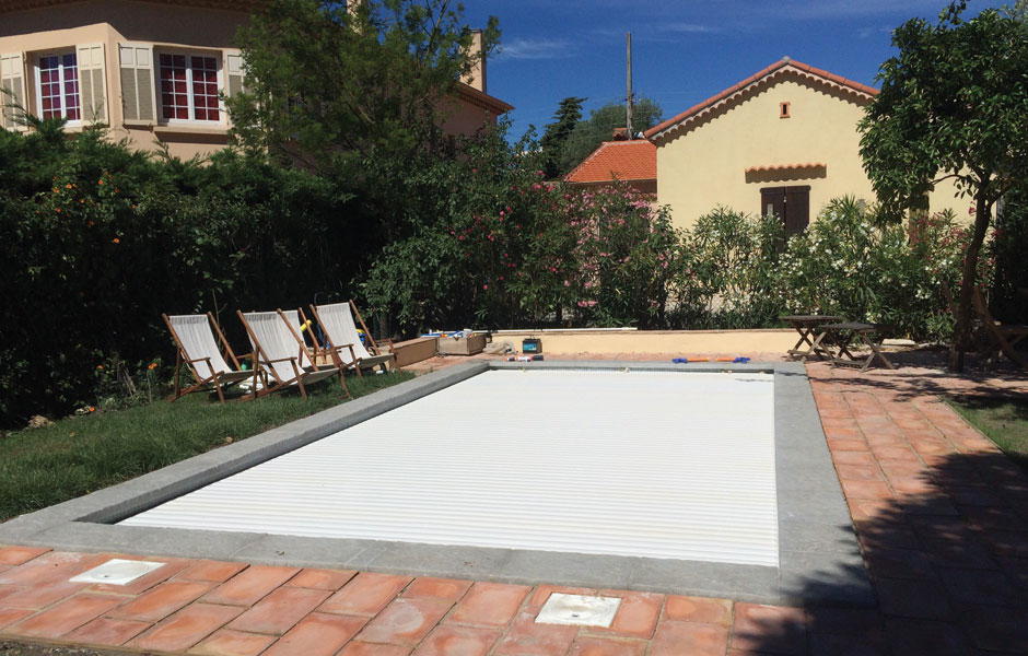 Volet piscine coque polyester - SPA Piscines