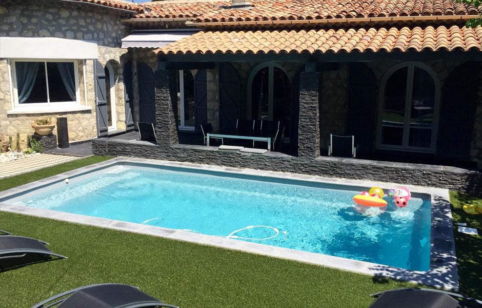 Modèle piscine coque polyester VEZERE - SPA Piscines