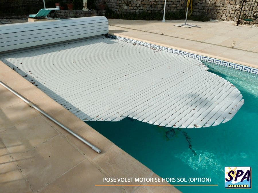 Pose volet piscine coque polyester (option) – SPA Piscines