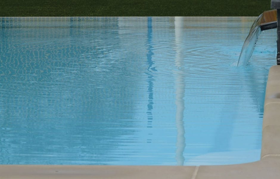 Photo piscine débordement FAROA - SPA Piscines