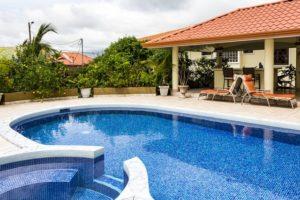 pool house piscine en coque polyester