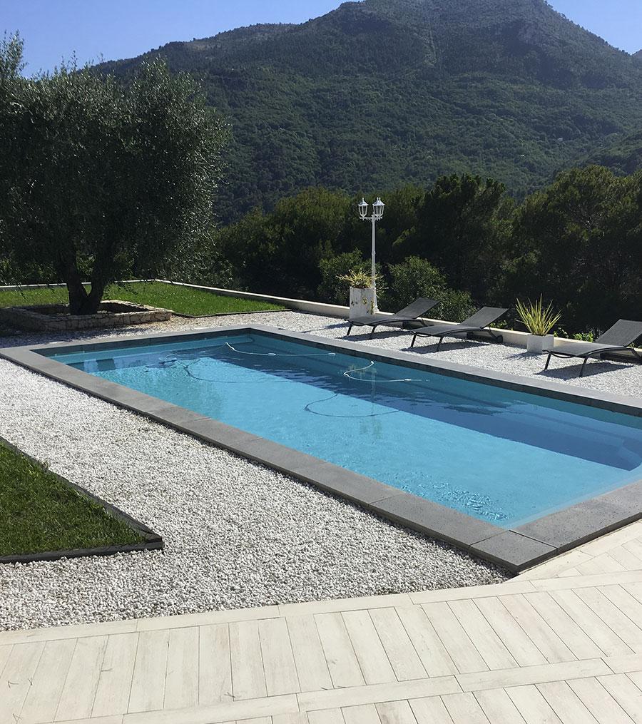 Réalisation d'une piscine pour faire prendre de la valeur à votre maison